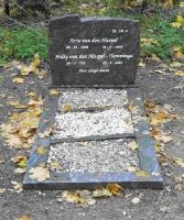 Grafsteen Hiltje Ytzens Tamminga (N149) en Arie van den Haspel